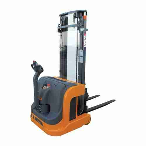 Counterbalanced Stacker 715 FS Compact